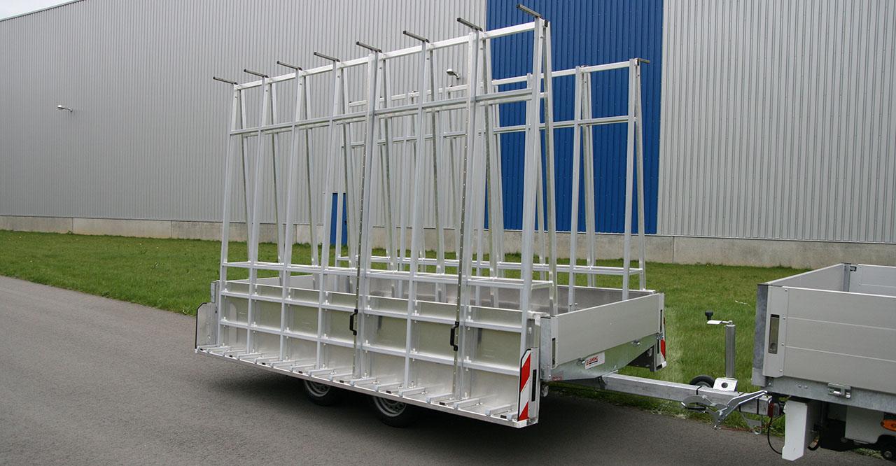 Glas-kozijnen-bouwmaterialen-aanhangwagen-restelen-lansing-unitra