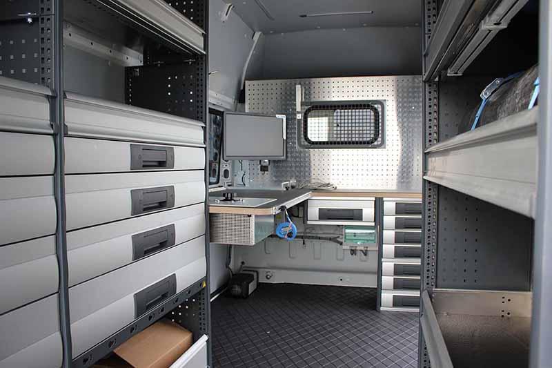 Bedrijfswageninrichting-van-bott-en-gemonteerd-door-lansing