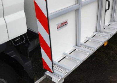 Glasresteel chassis cabine met begrenzing platen