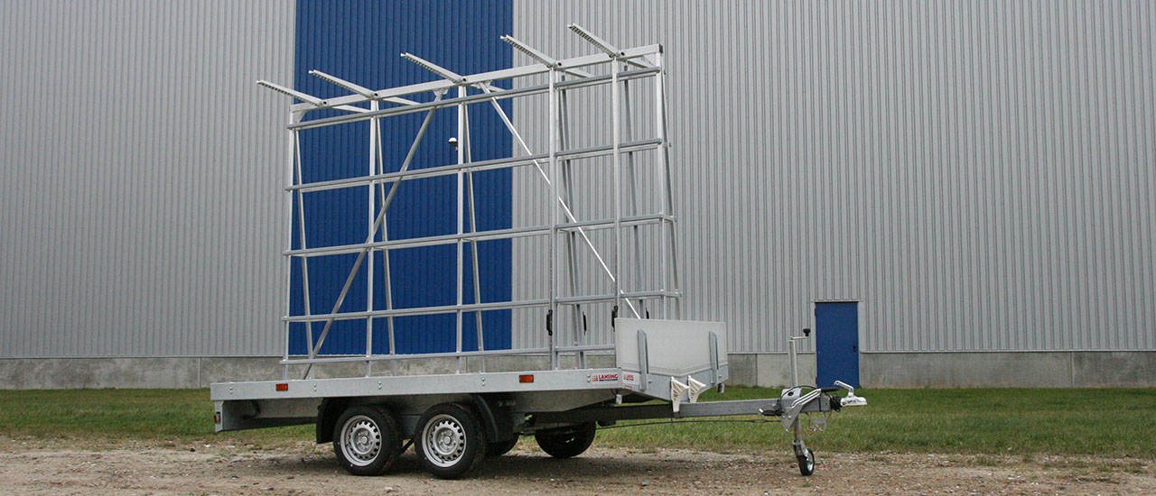 Window-frames-and-doors-trailer