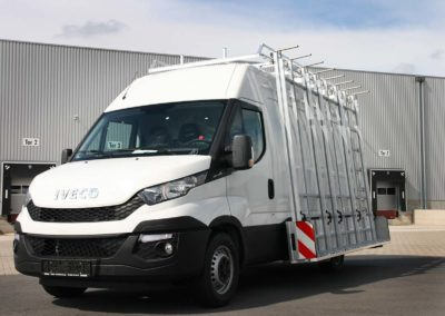 Aluminium-glass-rack-mounted-on-a-iveco-daily
